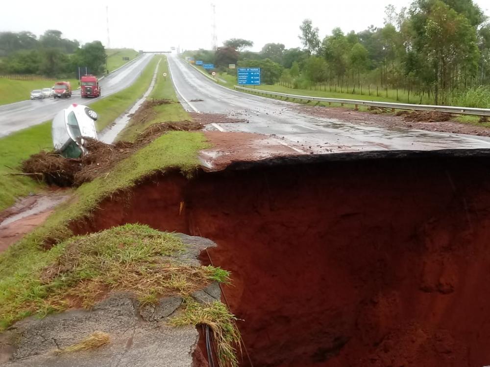 Fortes chuvas rompe rodovia Marechal Rondon