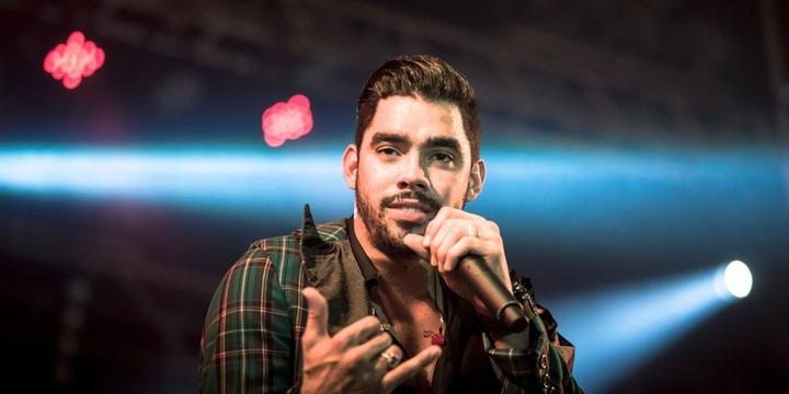 Avião com o cantor Gabriel Diniz cai em Sergipe