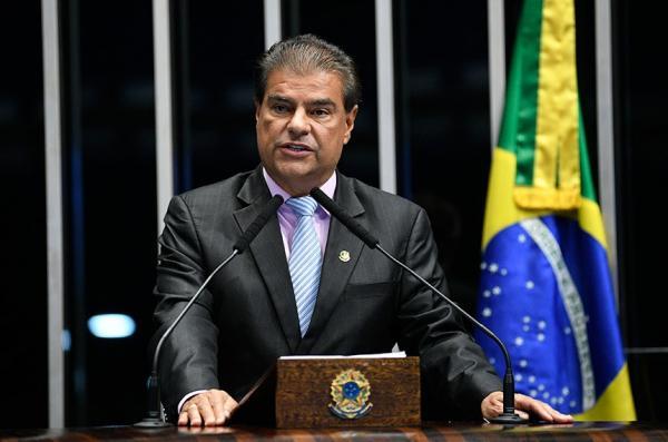 O senador, que também é médico, citou que, no início do mês, o Conselho Federal de Medicina (CFM) publicou a Resolução nº 2.227/2018, com requisitos de segurança para a realização da telemedicina no Brasil. (Foto: Pedro França/Agência Senado)