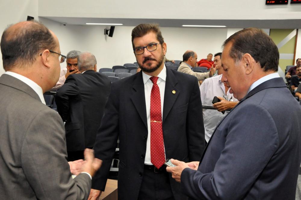 Deputado Pedro Kemp, ao centro, autor do projeto de lei que vai para apreciação. (Foto: Luciana Nassar)